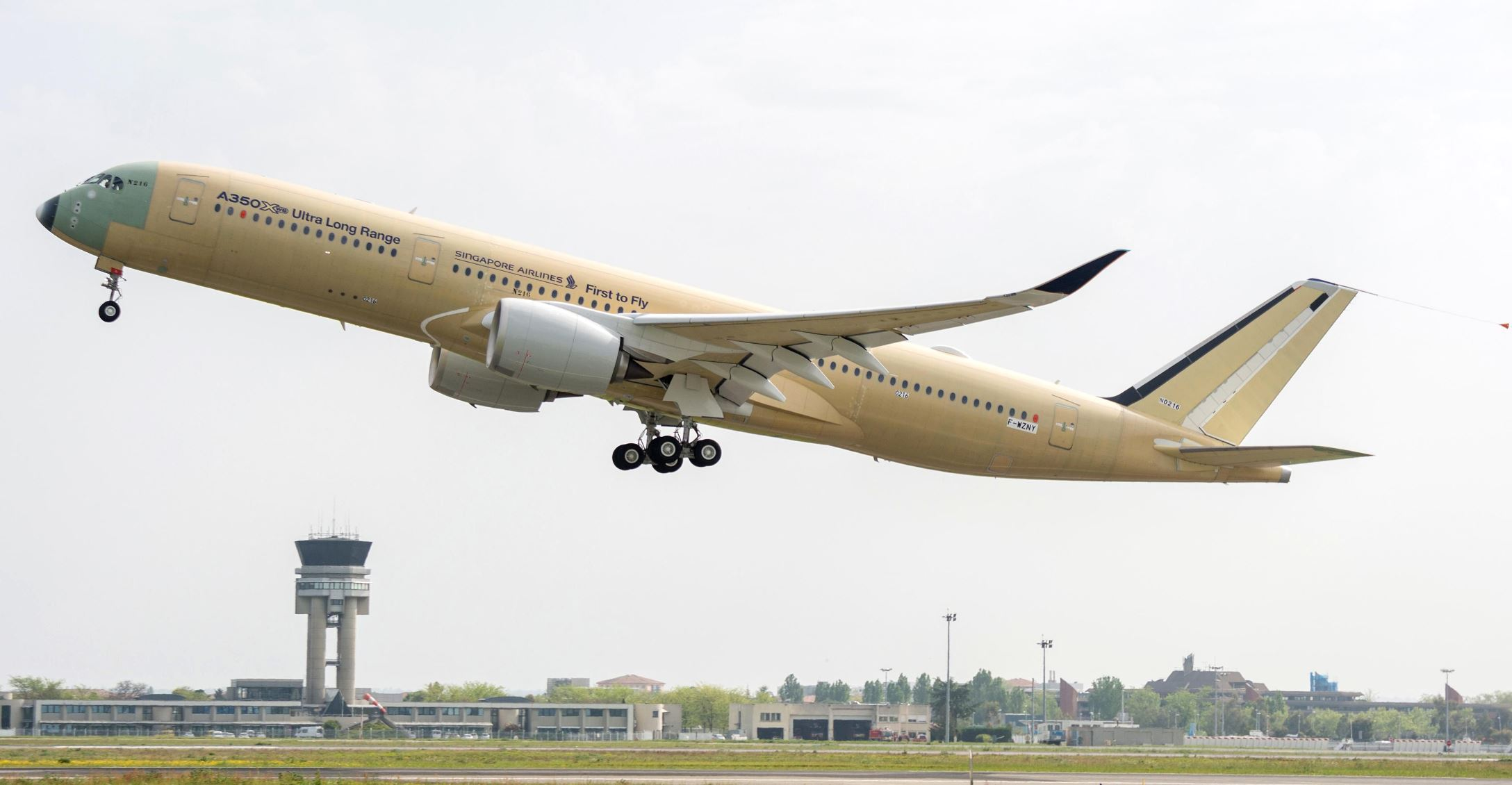 Airbus-A350-900-ULR-Singapore-Airlines-take-off