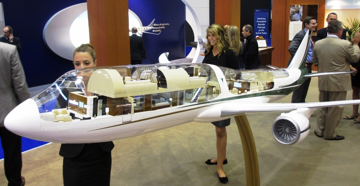 Greenpoint display boeing 747 8 completions model at ebace for Boeing 747 8 interieur
