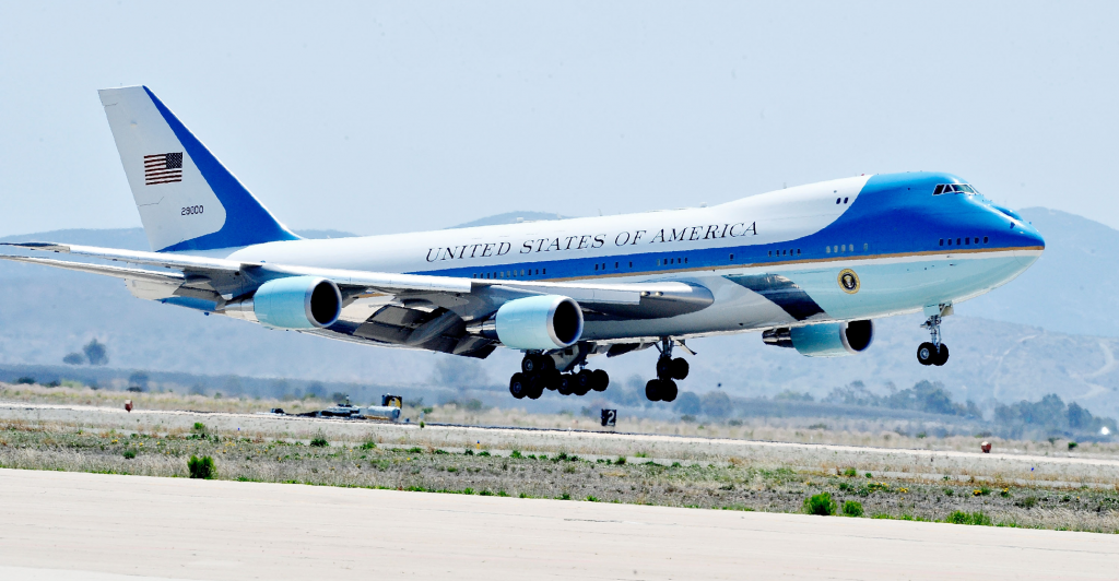 boeing 747 aircraft air force one landing