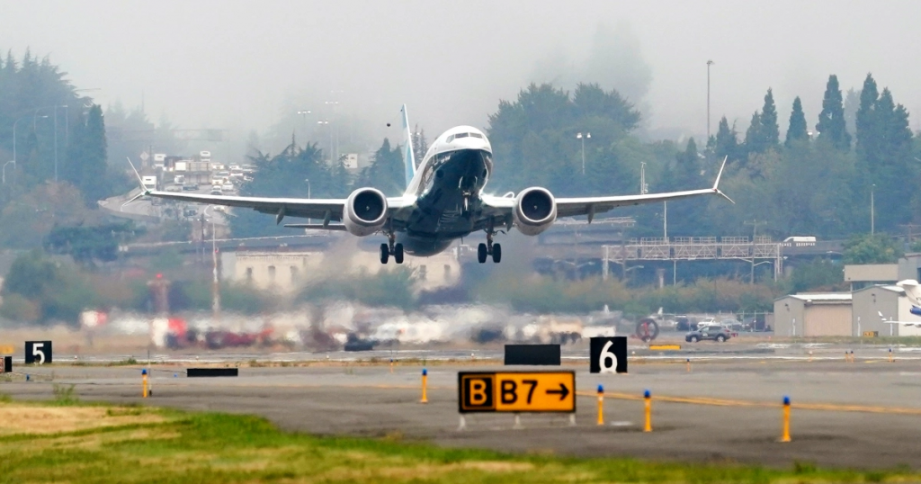 boeing 737 max on take off