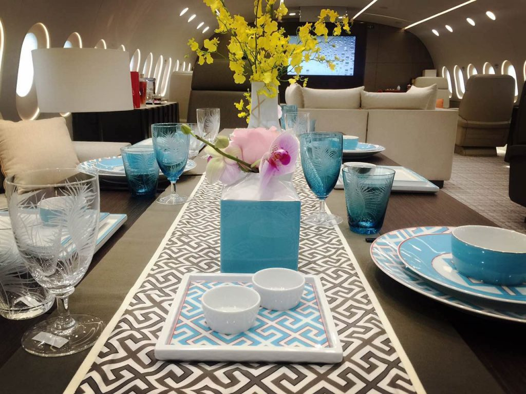 dream-jet-boeing-787-8-bbj-dining